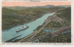 VAPOR EN EL CANAL CERCA DE PARAISO - Panama