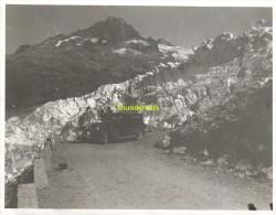 ANCIENNE PHOTO ** VINTAGE AMATEUR SNAPSHOT  **  SWITZERLAND SUISSE  Belvédère Am Rhonegletscher GLACIER DU RHONE - Plaatsen