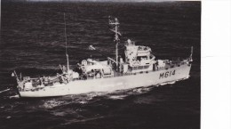 Batiment Militaire Marine Francaise M 614 Dragueur Bir Hakeim Signee Cine Des Armees - Boats