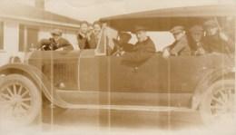 OLD PHOTO LARGE OLDTIMER WITH BOYS - VIEILLE VOITURE AVEC GARCONS 13.5 X 8CM - Automobiles