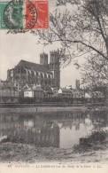 Cp , 78 , MANTES , La Cathédrale Vue Des Bords De La Seine - Mantes La Ville