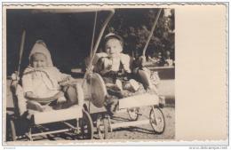 AK - Kinder In Alten  Kinderwagen 1920 - Szenen & Landschaften