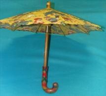 Ancienne Ombrelle Jeune Enfant Ou De Poupée ( Années 1935 - 40 ) Jouet Ancien Tissu Imprimé Manche Bois Peint  Verni  BE - Ombrelles, Parapluies
