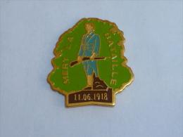 Pin's SOLDAT DE MERY LA BATAILLE, 11 JUIN 1918 - Militari