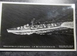 Militaria, Bateau , Navire De Guerre ,  ESCORTEUR D ESCADRE  LA BOURDONNAIS   ,  Marius Bar Toulon, Marine National , - Barche