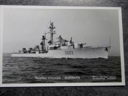 Militaria, Bateau , Navire De Guerre ,  ESCORTEUR D ESCADRE   GUEPRATTE D632   ,  Marius Bar Toulon, Marine National , - Boten