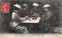 PARIS - Les Femmes COCHERS - Les Clients S'amusent Nous Savons Nous Distraire - Jeux De Cartes  -  2 Scans - Transporte Público