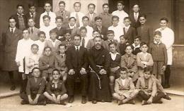 CURA CURE PRIEST CON ESTUDIANTES DE MONAGUILLO AUTEL ALTAR BOY STUDENTS FOTO HIESSI BS.AS ARGENTINA VIAJADA GECKO - School