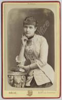 CDV 1881 Délié à Paris. Femme élégante. Mode. Dédicace De Jeanne Priestley à Marie Coquerel, Mariée à Jean Réville. - Photographs