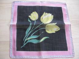 Pochette /mouchoir Années 1945/50 Décor De Tulipes Jaunes Sur Fond Noir    Neuf TBE 28 X 28 Cm Env - Mouchoirs