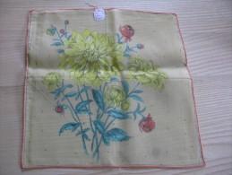 """Pochette /mouchoir Années 1945/50 Bouquet De  Dahlias  Sur Fond Jaune  Neuf TBE 28 X 28 Cm Env"""" - Mouchoirs"""