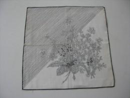 """Pochette /mouchoir Années 1945/50 Boquet Noir   Roses  Sur Fond Blanc Fantaisie Neuf TBE 28 X 28 Cm Env"""" - Mouchoirs"""