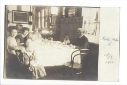 10913 - Pozsony  Dîner De Famille Family Dinner 2 Cartes Photo 18 FEB. 1910 - Tchéquie