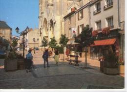 Cholet.. Animée.. Le Parvis Notre-Dame.. Commerces.. Pharmacie.. Charcuterie.. Voitures - Cholet