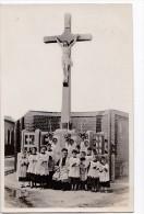 """Carte Photo à Situer 1910 Fête Religieuse,calvaire Veules Les Roses Ou Berck (photo Veracx Cabine """"au Drapeau  ) - Unclassified"""