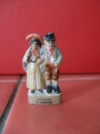 f�ve  le Maire et la Mairesse  ( cr�che socle marron ) - f�ves