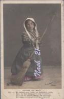 CPA  , Carte Postale Début XXe S. -  ''  Madame Du Balai '' - Humour