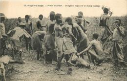 Moyen Congo  Plaine Du Niari Indigènes Dépeçant Un Boeuf Sauvage - Kongo - Brazzaville