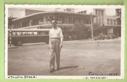 Lourenço Marques - Teatro Scala - Bus. Autocarro. Old Car. Vintage Car. Automotive. Voiture . Automobile. Moçambique. - Busse & Reisebusse