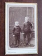 2 Jongens / Boys / Garçon (?) Identify ( CDV Phot. J H SLATERUS Leeuwarden Weerd / Zie Foto Voor Details ) ! - Personnes Identifiées