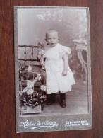 Kind Enfant Child (?) Identify ( CDV Phot. Atelier De Jong Leeuwarden / Zie Foto Voor Details ) ! - Personnes Anonymes