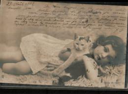 Carte Fantaisie  Précurseur De 1902     Avec UNE PETITE FILLE Et  UN CHAT - Cats