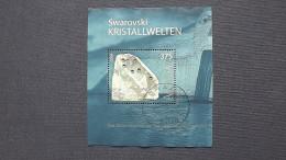 """Österreich 2495, Oo, Glaskunstausstellung """"Swarovski Kristallwelten"""", Wattens. RaTdr. Mit Aufgeklebten Kristallen - Blocks & Kleinbögen"""