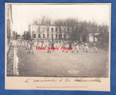 Photo Ancienne - Caserne à Identifier - 5e Régiment - L' Escrime à La Baïonnette - Voir Uniforme - Guerre, Militaire