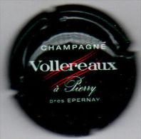 C0523 - VOLLEREAUX - 4 - Vert Foncé, Blanc Et Rouge - Champagne