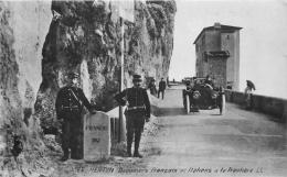DOUANIERS FRANCAIS ET ITALIENS A LA FRONTIERE - Douane