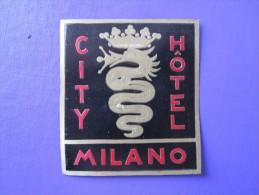 HOTEL ALBERGO PENSIONE CITY MILANO ITALIA ITALY TAG DECAL STICKER LUGGAGE LABEL ETIQUETTE AUFKLEBER - Etiketten Van Hotels