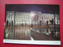 CPM  ANGLETERRE   LONDON   BUCKINGHAM PALACE LONDON  BY NIGHT         NON VOYAGEE  CARTE EN BON ETAT - Buckingham Palace