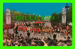 ROYAL FAMILIES - THE CORONATION PROCESSION LEAVING BUCKINGHAM PALACE - CARLE'S -  CURTIS DISTRIBUTING CO - - Royal Families