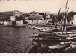 Collioure.. Belle Vue Du Port De La Ville.. Bateaux - Collioure