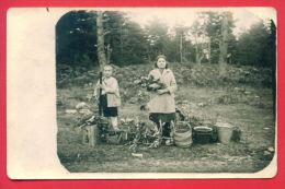 158193 / Sveti Konstantin airfield  Mother and son with a basket full of berries - blackberries 1931  Bulgaria Bulgarie