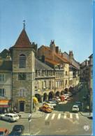 -- 39 -- LONS LE SAUNIER -- LE PONT DE L'HORLOGE ET LA RUE DES ARCADES --VOITURES + ANIMATION - Lons Le Saunier