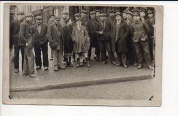 Carte photo ou photographie -  groupe d'ouvriers � identifier / Photographe sans