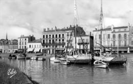 Cpsm (33)  Blaye Le Chenal Et Le Port - Blaye