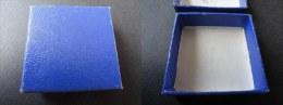 PETITE BOITE ANCIENNE POUR MEDAILLE - 43 Mm * 43 Mm - Jetons & Médailles