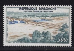 Madagascar, Malagasy  Aerien, aviation yt 83 ** SC .. pont du Mandrar� .. cote = 15.00 €