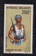 Madagascar, Malagasy  Aerien, aviation yt 103 **SC .. danse, danseur du sud ..  .. cote  = 4.70 €