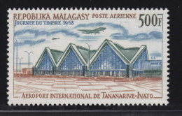 Madagascar, Malagasy aerien aviation YT 105 ** SC .. aeroport transport, journ�e timbre 1968 .. cote = 9.50 €