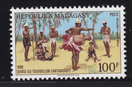 Madagascar, Malagasy  Aerien,aviation yt 107 ** SC .. danse du tourbillon ..  cote =  2.00 €