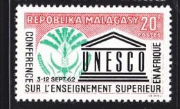 Madagascar, Malagasy  yt 371 ** SC .. unesco ..  cote = 0.50 €