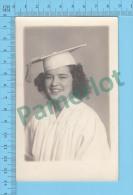Cpa ( Jeune Fille Graduée, Azo 1926-1940 ) Photo Carte Postale Postcard Recto/verso - Photographie