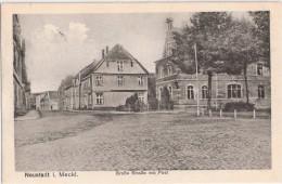 NEUSTADT GLEWE Mecklenburg Gro�e Stra�e mit Post Feldpost 17.4.1918 PARCHIM gelaufen Formationsstempel rot