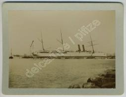 On S'affaire à Redresser Un Paquebot Sur Le Flanc. Marseille 1906 ? - Boats