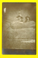 CARTE PHOTO MONTAGE STUDIO AVION VLIEGTUIG PLANE AIRPLANE FLUGZEUG AEREO FOTOKAART CARD  SURREALISME 2398 - Fotografía
