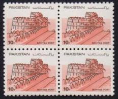 Pakistan 1984 MNH - ROHTAS Fort Definitive Stamp Forts Castles, Block Of 4 - Pakistán