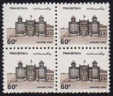 Pakistan 1984 MNH - LAHORE Fort Definitive Stamp Forts Castles, Block Of 4 - Castles